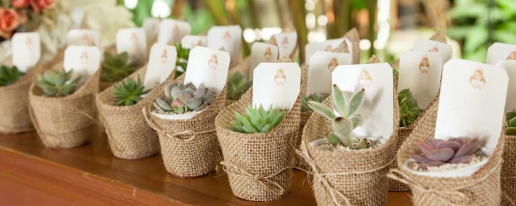 main of Some Unique Wedding Favors Will Keep Wedding Guests Entertained